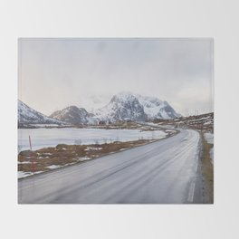 The road in the mountains Throw Blanket
