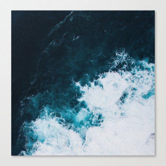Wild ocean waves II Canvas Print
