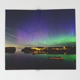 Shooting Star Aurora at Lanes Cove Throw Blanket