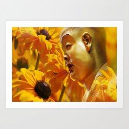 Buddha mit gelben Blumen Art Print
