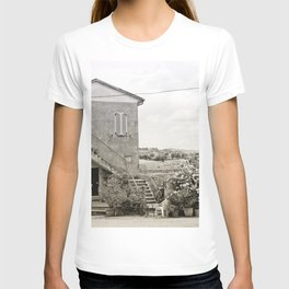 Living in the Italian countryside T-shirt