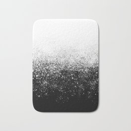 fading paint drops - black and white - spray painted color splash Bath Mat