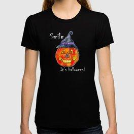 Smile, it's Halloween! T-shirt
