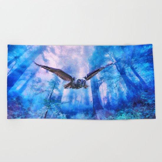 Owl flight Beach Towel