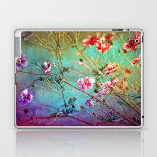FLEURS DU PRÉ - Wildflowers in painterly style Laptop & iPad Skin