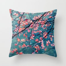 laisse Throw Pillow
