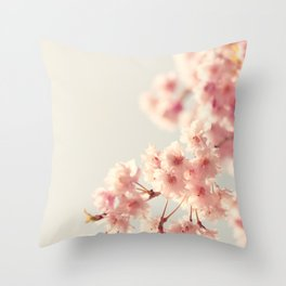 Les cerises du printemps Throw Pillow