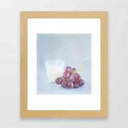 Uvas moradas y vaso de leche.  Framed Art Print
