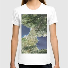 The Isthmus of Corinth has played a very important role in the history of Greece T-shirt