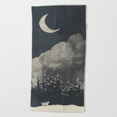 Winter Finds the Wolf... Beach Towel