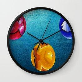 TRES PECES EN MEDIO Wall Clock