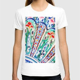 Abstract Art Of Vintage Decorated Ceramic Plates T-shirt