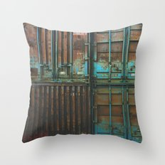 Container rouille 5 Throw Pillow