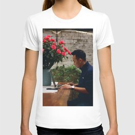 Flower Photography by Linh Pham T-shirt