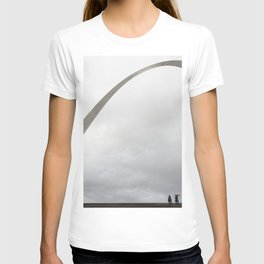 Gateway Arch and people T-shirt