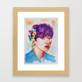 Jungkook et les fleurs Framed Art Print