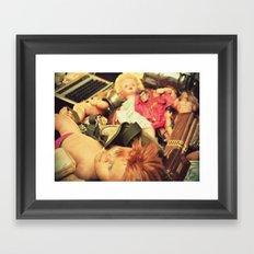Las muñecas eran malvadas Framed Art Print