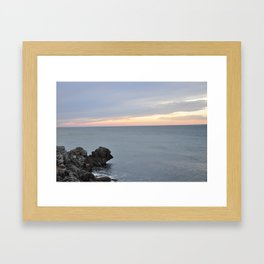 tftgyuyjh Framed Art Print