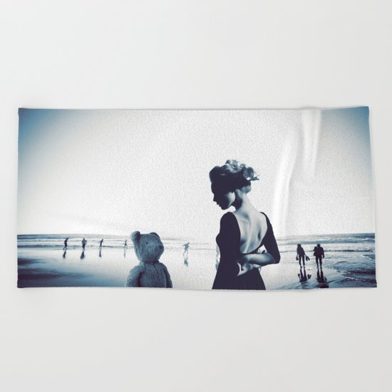 Teddy in love Beach Towel
