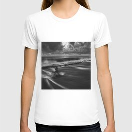 A Raging Sea Against the Shoreline black and white photograph / art photography T-shirt