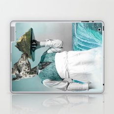 giraffe waiter with bombe alaska Laptop & iPad Skin