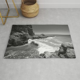 Waves crash along Rancho Palos Verdes coastline Rug
