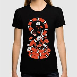 King snake with poppy flowers T-shirt