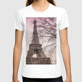 Eiffel Tower Paris in pink T-shirt