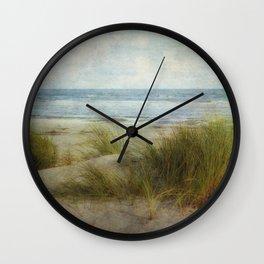 Ein Tag am Meer Wall Clock
