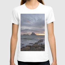 La isla de Es vedra desde Ibiza al atardecer, Spain T-shirt
