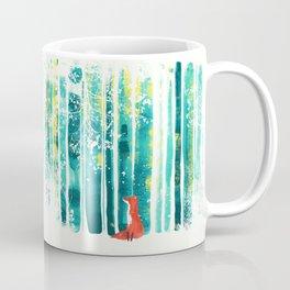 Fox in quiet forest Kaffeebecher