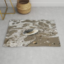 Clam shell against the tide Rug