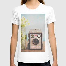 A vintage Kodak camera & a jar full of daisies. T-shirt