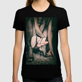 ANGRY BDSM KINKY FUCKING STOCKING FETISH GAY PORN T-shirt