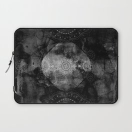 a shouting ghost moves across the sky Laptop Sleeve