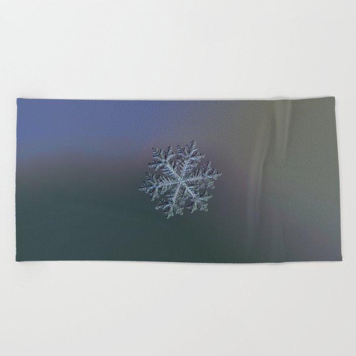 Real snowflake - Hyperion dark Beach Towel