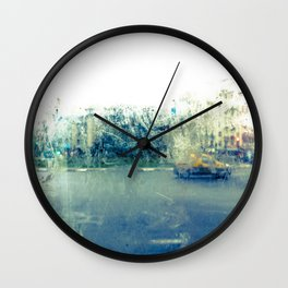 A través del cristal (color version) Wall Clock