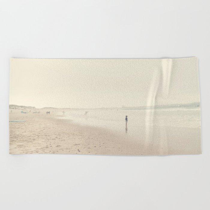 surfing life Beach Towel
