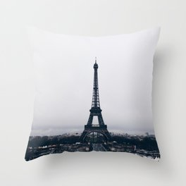 Un hiver à Paris Throw Pillow
