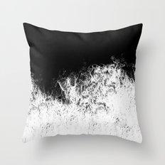 Splash in rocks Throw Pillow
