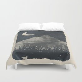 Winter Finds the Wolf... Duvet Cover