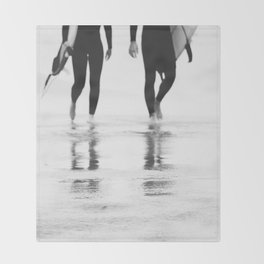 Catch a wave III Throw Blanket
