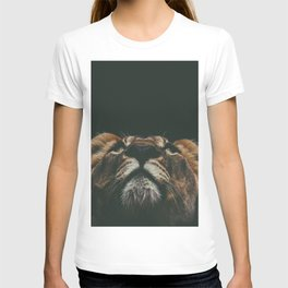 Lioness Face Peeking (Color) T-shirt