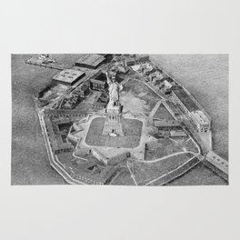 Liberty Island Black and White Photograph (1921) Rug