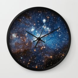 Large and Small Stars in Harmonious Coexistence Wall Clock