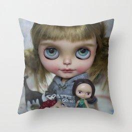 Erregiro Nicky Throw Pillow