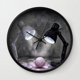 Kleine Entdeckung Wall Clock