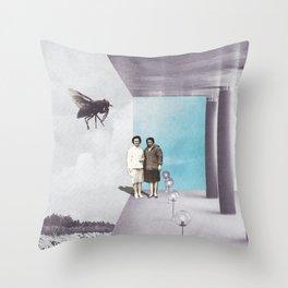La mouche Throw Pillow