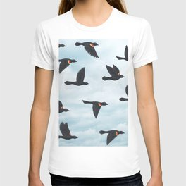 red-winged blackbirds and blue sky T-shirt