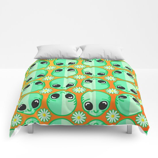 Happy Alien and Daisy Nineties Grunge Pattern Comforters